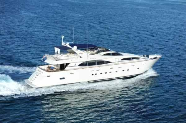 Private Charters Of A 100 39 Luxury Motor Yacht