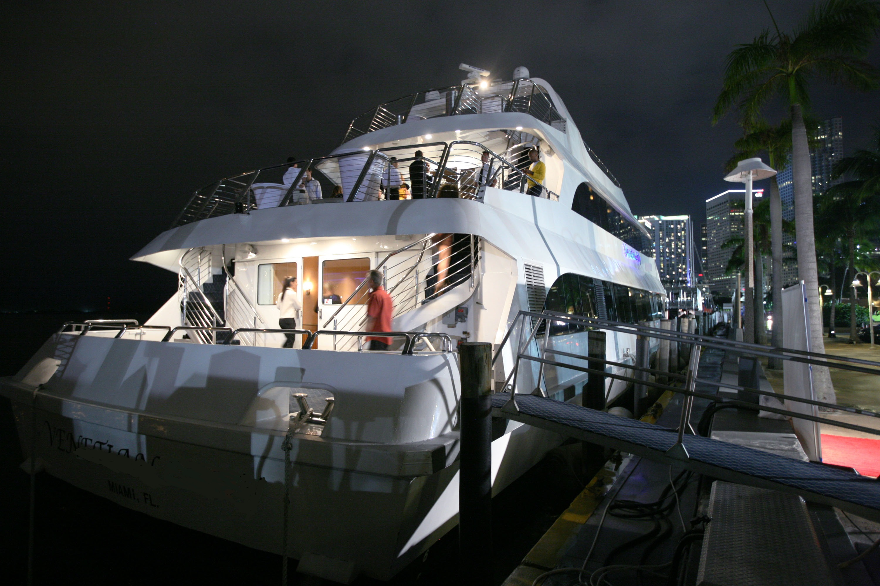 party yacht charter florida