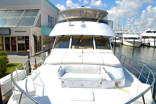 Private charters of a 80 39 hatteras luxury motor yacht for 80 hatteras motor yacht
