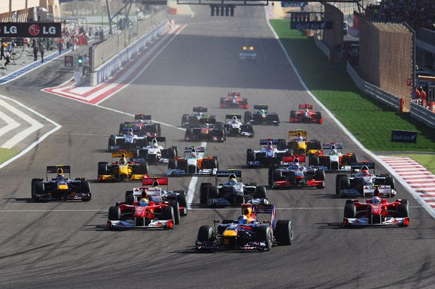 SAKIR, BAHRAIN - MARCH 14:  Sebastian Vettel of Germany and Red Bull Racing leads the field at the start of the Bahrain Formula One Grand Prix at the Bahrain International Circuit on March 14, 2010 in Sakir, Bahrain.  (Photo by Mark Thompson/Getty Images) *** Local Caption *** Sebastian Vettel